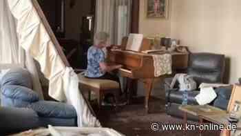 Bewegendes Video: 79-Jährige spielt inmitten der Trümmer auf ihrem Klavier
