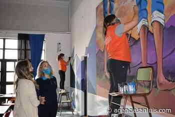 """  """"Pinta San Luis"""" plasma la identidad de un barrio en las paredes de una escuela - Agencia de Noticias San Luis"""