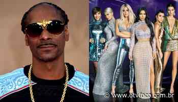 """Snoop Dogg diz que há algo sombrio na mansão das Kardashains: """"por@$"""" - TV Foco"""