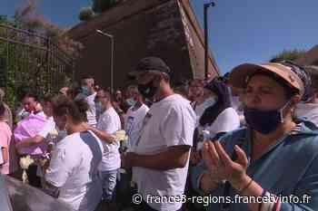 Perpignan : marche blanche en hommage à un jeune de 25 ans tué en pleine rue - France 3 Régions
