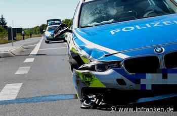 B27 bei Würzburg: Polizeiauto kracht in Gegenverkehr - drei Verletzte