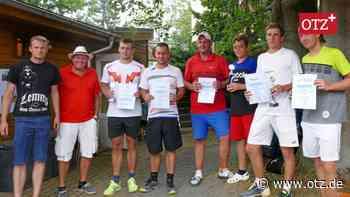 Trotz Schmerzen: Roth gewinnt mit Lorenz-Familie Tennis-Team-Cup in Greiz - Ostthüringer Zeitung