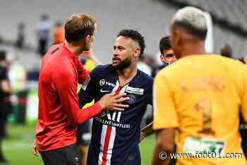 PSG : Neymar fait des selfies groupés, Pierre Ménès applaudit Tuchel