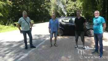 Diskussion auf dem Parkplatz: Bürgermeisterkandidaten stellen sich in Rünthe vor - wa.de