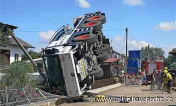 Kranwagen landet im Vorgarten - Region Kelheim - Nachrichten - Mittelbayerische