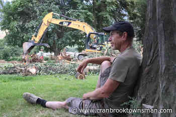 North Okanagan man chains himself to tree in protest of construction - Cranbrook Townsman