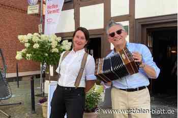 Paderborn: Auch Götz Alsmann hilft