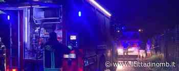 Brugherio, a fuoco una roulotte in via Quarto: colonna di fumo nero visibile da chilometri - Il Cittadino di Monza e Brianza