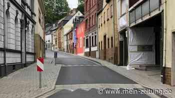 Fliesen fallen von Fassade: Anwohner in Vallendar von Bremsschwellen genervt - Rhein-Zeitung