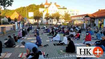 150 Muslime beten in Herzberg gemeinsam im Freien - HarzKurier