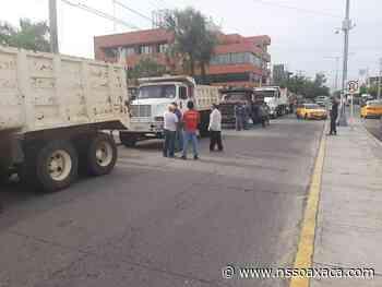 Protestan transportistas contra el gobierno federal en Salina Cruz - www.nssoaxaca.com