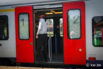 Twee treinen met 250 reizigers gestrand in Veurns station