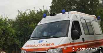 Tolentino, auto si ribalta in viale Santa Lucia: una mamma ei due figli trasportati al pronto soccorso, non sono gravi - Picchio News