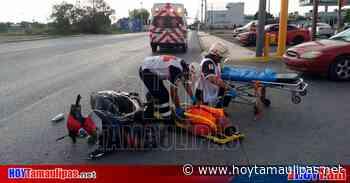 Motociclista lesionado al impactarse contra carro en Nuevo Laredo - Hoy Tamaulipas