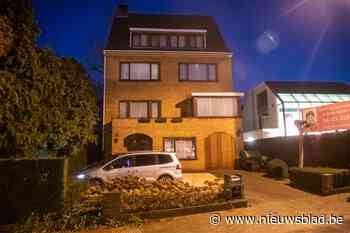 Politie pakt midden in de nacht man op in tuin van Bart De Wever