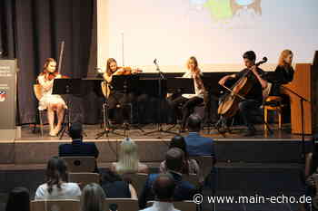 Füttert den mitfühlenden Wolf! Abiturentlassungsfeier am Johannes-Butzbach-Gymnasium Miltenberg (Teil 2) - Main-Echo