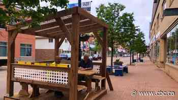 New street-side dining pods in Summerside drawing attention - CBC.ca