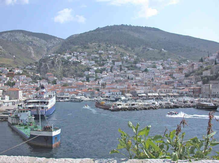 Turisti e migranti travolti dalla guerra di classe tra le isole della Grecia