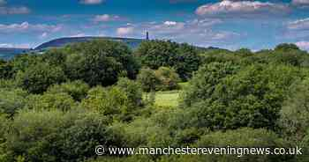 Beautiful summer walks near Greater Manchester with pubs on the route