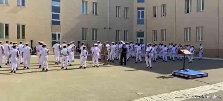 Che tristezza il ballo di gruppo della Marina
