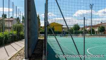 Monselice. «I ragazzi strillano», e il Comune erige un muro di cemento al campetto di calcio - Il Mattino di Padova