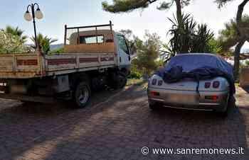 Bordighera: un'auto ed un camion da mesi su parcheggi pubblici, la segnalazione di una lettrice (Foto) - SanremoNews.it