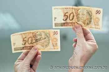 Homem compra vodka e energético com dinheiro falso e foge, em Indaial - O Município Blumenau