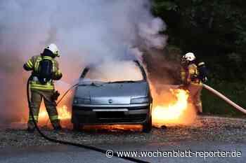 Pkw gerät in Brand: Hauswand und geparkte Fahrzeuge beschädigt - Wochenblatt-Reporter