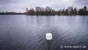 Leiche aus Tegeler See geborgen - Polizei prüft Verbindung zu Motorbootunfall - rbb24