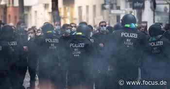 Berlin: Kiezkneipe geräumt - mehr als 1000 Demonstranten, 6 Polizisten verletzt - FOCUS Online