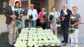 """Nagold - 1000 weiße Rosen für die """"Pflegehelden"""" - Schwarzwälder Bote"""