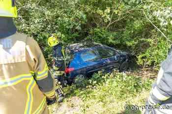 Unfall auf B207 auf Fehmarn – Fahrerin rettet sich durch Kofferraum - Dennis Angenendt