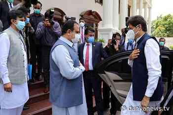 PM Imran meets Punjab CM Usman Buzdar in Lahore - Dunya News