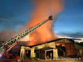 Deux hangars agricoles détruits par le feu à Chaumont-le-Bourg (Puy-de-Dôme) - La Montagne