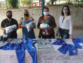Mesmo com aulas suspensas, alunos recebem uniformes em Coronel Fabriciano - Jornal Diário do Aço