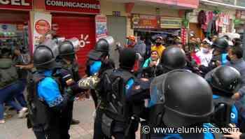 Incidentes entre comerciantes informales y uniformados en el centro de Loja - El Universo