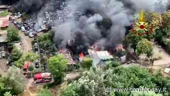 Via del Foro Italico: incendio domato dopo otto ore. Ancora chiusa la Tangenziale