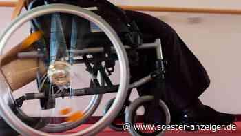 Rollstuhl vs. Rollator: Senior rammt Frau aus Werl (86) von hinten in die Beine und flieht - Polizei sucht ... - Soester Anzeiger