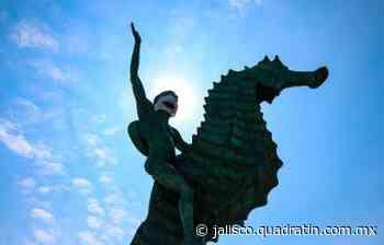 Colocan cubrebocas a esculturas emblemáticas de Puerto Vallarta - Quadratín Michoacán