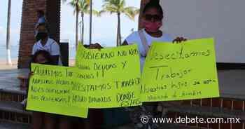 Vendedores semifijos se manifiestan en presidencia de Puerto Vallarta - DEBATE