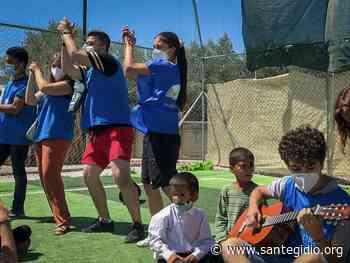 En la Escuela de la Paz para niños del campo de refugiados de Moria con los jóvenes de Sant'Egidio de varios países | NOTICIAS - Comunità di Sant'Egidio