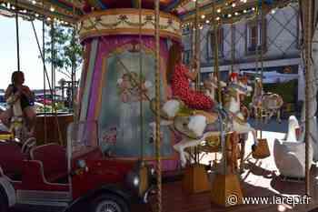Le carrousel de Gien, place Leclerc, a repris du service ! - La République du Centre