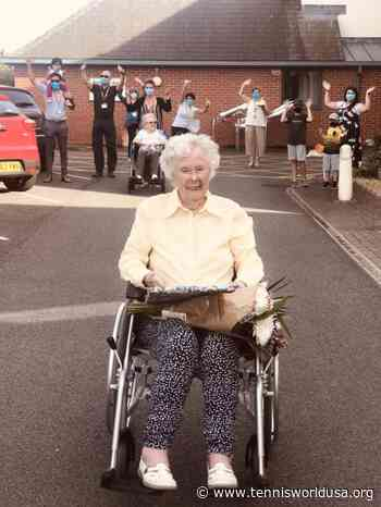 Andy Murray & the Union Jacks send 100 year old Iris Fischer a Happy Birthday message - Tennis World USA