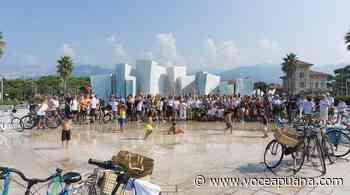 Bike Pride, da Marina di Massa a Lido di Camaiore per la visione del film Ritorno al futuro - La Voce Apuana - La Voce Apuana