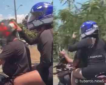 """La """"pelea"""" en moto en plena Cañasgordas en Cali, él maneja y ella le reclama y lo empuja - TuBarco"""