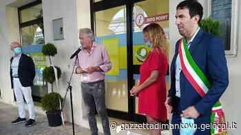 Ostiglia, gli attori Tedeschi e Caprioglio tagliano il nastro dell'ufficio del turismo - La Gazzetta di Mantova