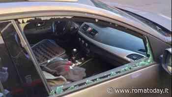Ladro di valigie infrange vetro di un'auto sul lungotevere