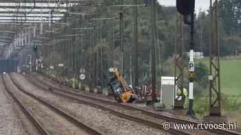 Geen treinen tussen Steenwijk en Meppel door omgevallen maaitrekker - RTV Oost