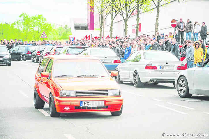Paderborn: Polizei stellt acht getunte Autos sicher