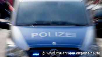 Unbekannter wirft Stein auf fahrendes Auto – Polizei Greiz sucht dringend Zeugen - Thüringer Allgemeine